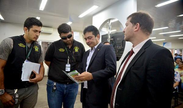 Fiscalização autua posto de atendimento da Amazonas Energia, em Manaus
