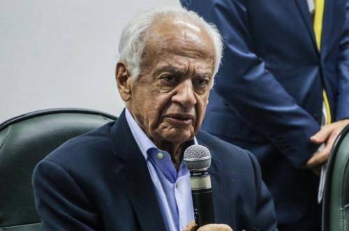 MDB corre o risco de desaparecer, diz Pedro Simon, para o Estadão