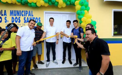 Prefeito de Maués entrega duas novas escolas reformadas na zona rural