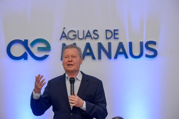 Em seminário, prefeito de Manaus destaca avanços no abastecimento e saneamento básico