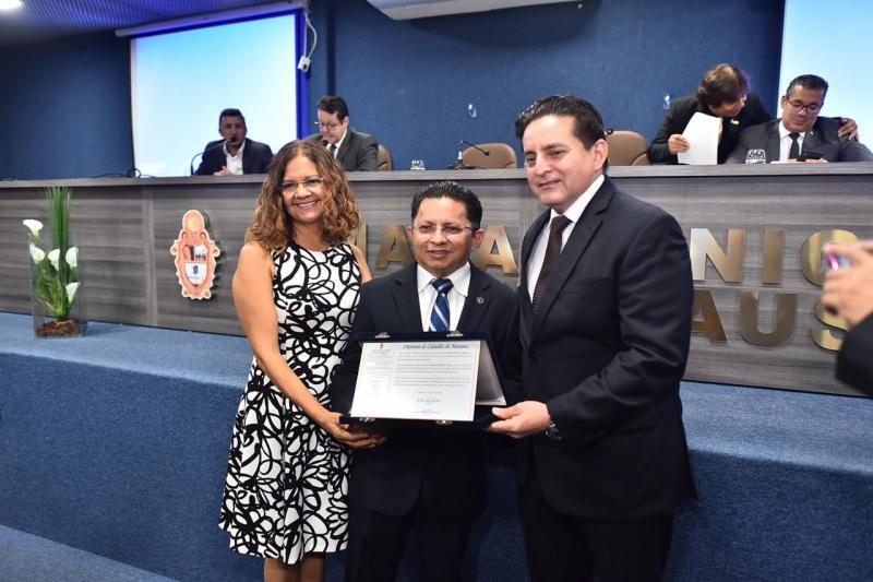 CMM concede título de cidadão manauara a Sinésio Campos