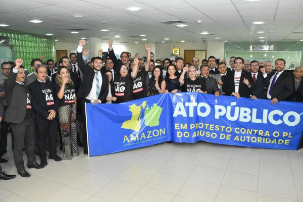 Membros do MP-AM participam de ato contra Lei de Abuso de Autoridade