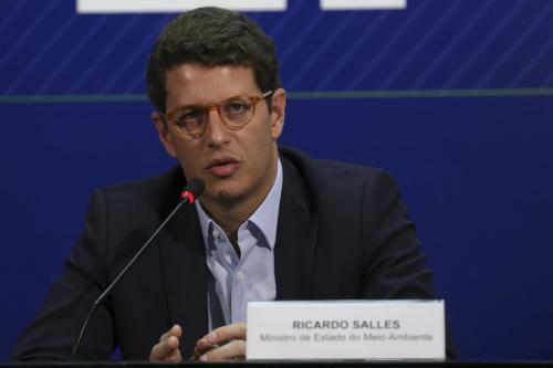 Ministro do Meio Ambiente é internado em Brasília