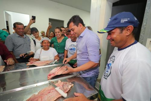 Em Tabatinga, Wilson Lima visita entreposto de pescado e abre chamamento público