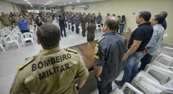 Governador do AM assina promoção de 1.087 policias e 177 bombeiros