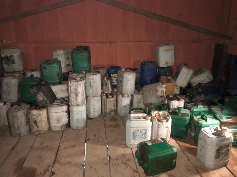 Polícia acha galões de gasolina usados para incendiar floresta no Pará