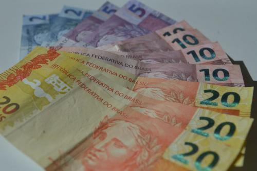 Governo Bolsonaro propõe salário mínimo de R$ 1.039 em 2020