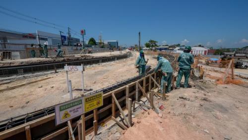 Rua Pará interditada para avanço de obras de Complexo Viário, em Manaus