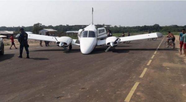 Trem de pouso de avião quebra e causa acidente em Canutama
