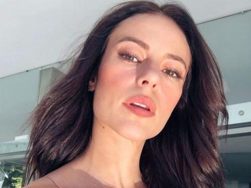Paolla Oliveira exibe bumbum empinado em clique sexy como Vivi Guedes