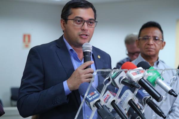 Wilson Lima assina decreto que reduz imposto de medicamentos