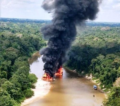 Operação Korubo destrói mais de 50 balsas de garimpo ilegal no rio Jutaí (AM)