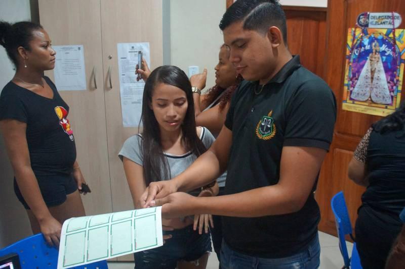 Carteiras de identidade são emitidas para vítimas de incêndio na Pedreira