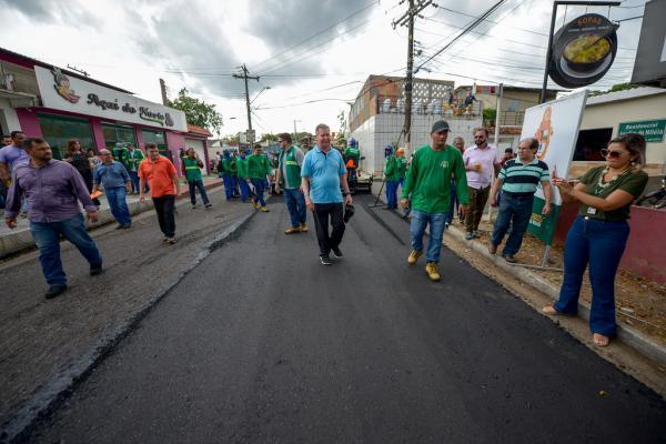 Prefeito lança 'Requalifica 3' com meta de recapear 121 ruas em Manaus