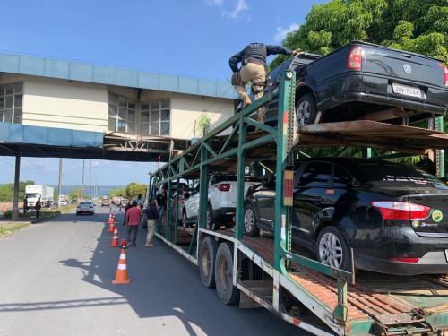 Operação Defesa remove 28 veículos no Porto da Ceasa, em Manaus