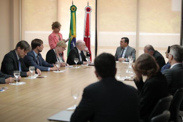 Wilson Lima discute Fundo Amazônia e bioeconomia com delegação alemã que visita o AM