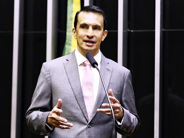 Sidney vai a Aneel e ao MPF denunciar Amazonas Energia por retaliação a consumidores