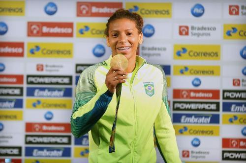 Campeã olímpica Rafaela Silva se defende de acusação de doping
