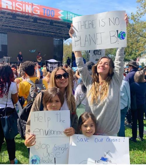 Gisele Bündchen participa com os filhos de movimento pelo clima no planeta