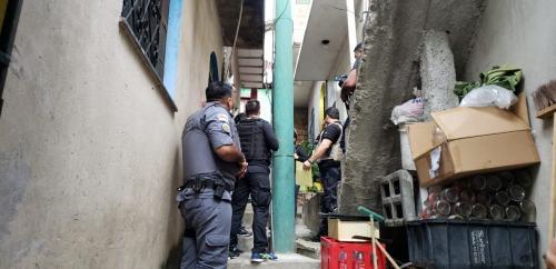 Operações policiais apreenderam 96 pessoas e 73 armas, na zona sul de Manaus