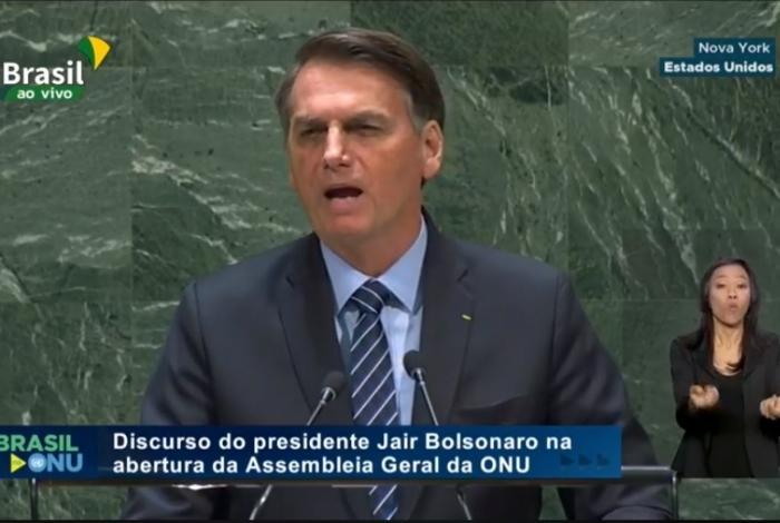 Bolsonaro exalta ditadura, diz que queimadas são falácias e ataca índios e países