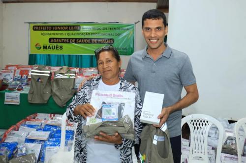 Prefeito de Maués entrega kits para agente comunitários de saúde