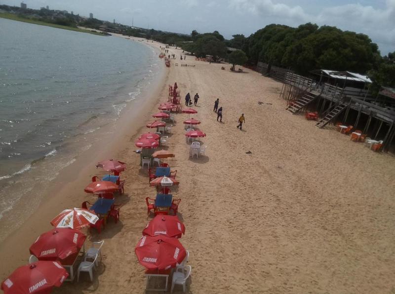 Dez toneladas de lixo são recolhidas na praia do Maracanã, em Santarém