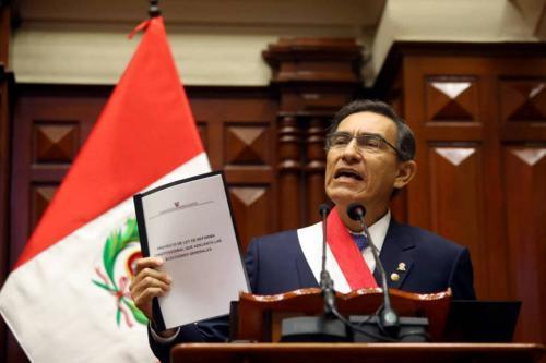 Presidente do Peru fecha o Congresso