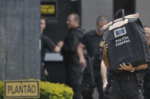 PF cumpre 14 mandados de prisão contra fraudes na Receita, no Rio