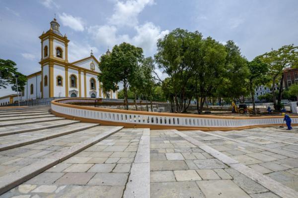 Em Manaus, Praça da Matriz recebe exposição de carros antigos
