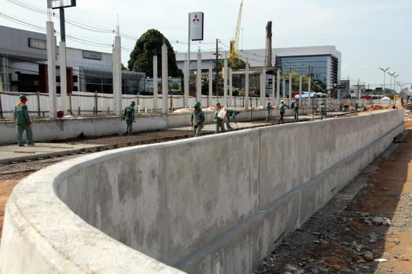 Trânsito na avenida Constantino Nery, em Manaus, terá faixa reduzida a partir de hoje (5)