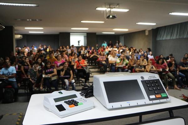 Em Manaus, 256 candidatos disputam vagas para conselheiros tutelares