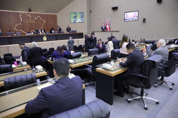 Governo acata uso de recursos da Afeam para pagar 13º salário de servidores