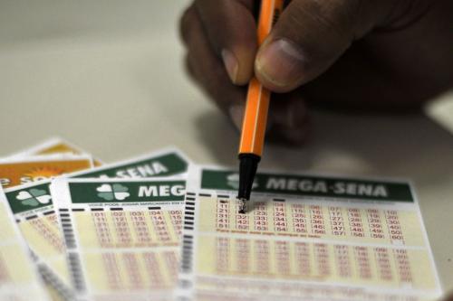 Mega-Sena acumula e deve pagar R$ 30 milhões