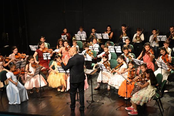Orquestra Infantil da UEA realiza concerto no Dia das Crianças