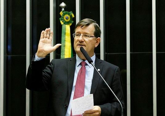 Após veto de Bolsonaro, José Ricardo quer garantir psicólogos e assistentes sociais na Constituição