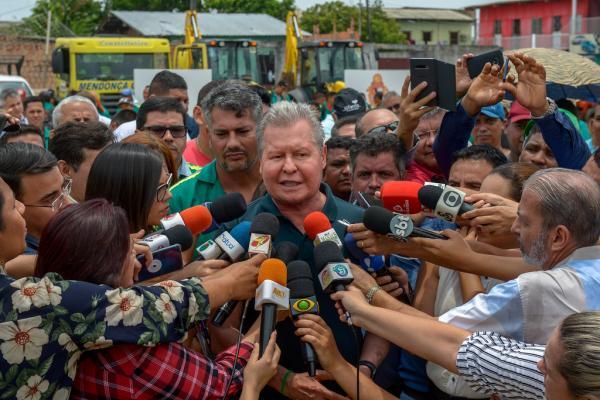 Arthur lança maior programa de tapa-buracos de Manaus