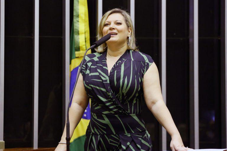 """""""Cansada de fazer discursos para consertar trapalhadas desse governo"""", diz Joice"""