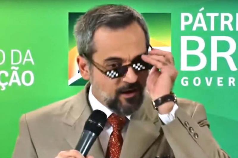 Ministro da Educação usa óculos de meme após anunciar desbloqueio de verba