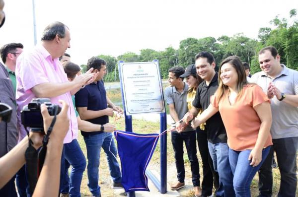 Governador inaugura ProsaiMaués e município passa a ser referência em saneamento