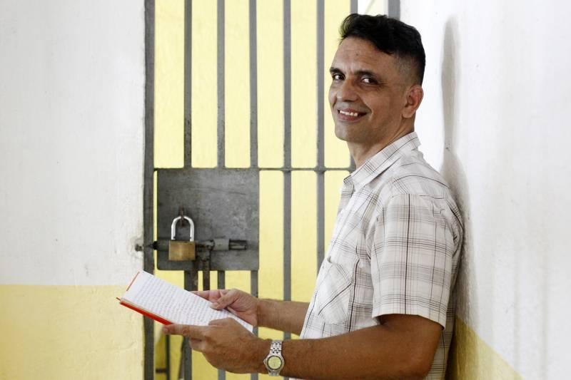 Interno do presídio de Santa Izabel, no Pará, escreve mais de 40 livros no cárcere
