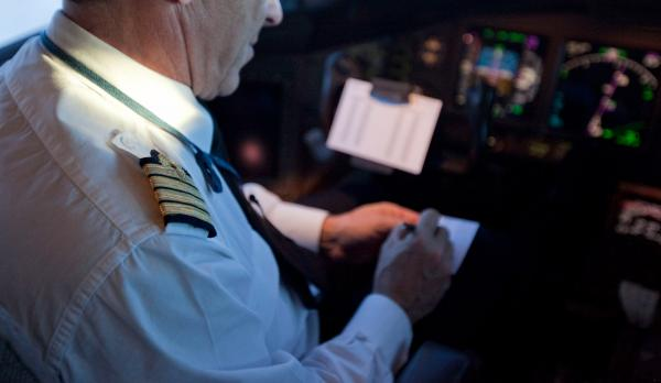 TJAM lança processo seletivo para contratar piloto de avião