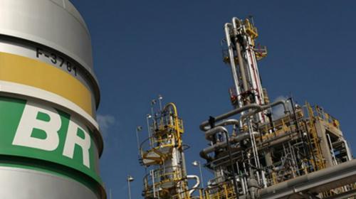 Funcionários da Petrobras entram em greve neste sábado (26)