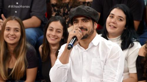 Caio Castro manda beijo para Grazi na gravação do 'Altas Horas'; vídeo