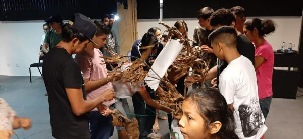 Em Parintins, alunos do Liceu de Artes realizam exposição no Bumbódromo