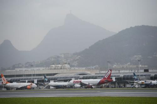 Taxa adicional de embarque internacional será eliminada, diz ministro