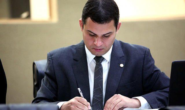 Saullo Vianna pede explicações à AM Energia sobre aumento das contas no interior