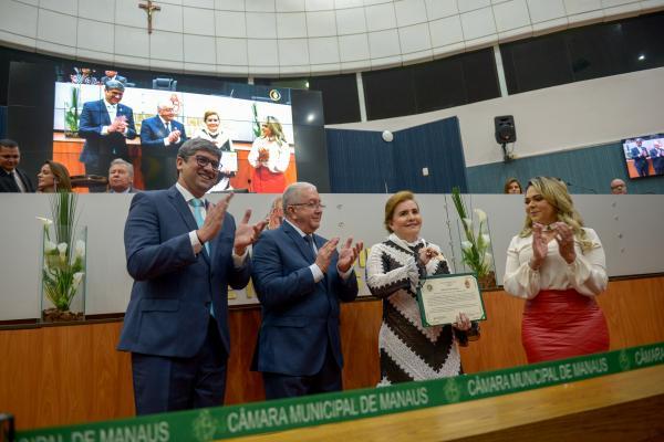 Presidente do TCE-AM recebe medalha de Ouro da Câmara de Manaus