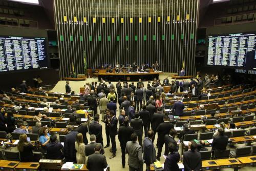 Deputados recorrem para que plenário aprecie previdência dos militares
