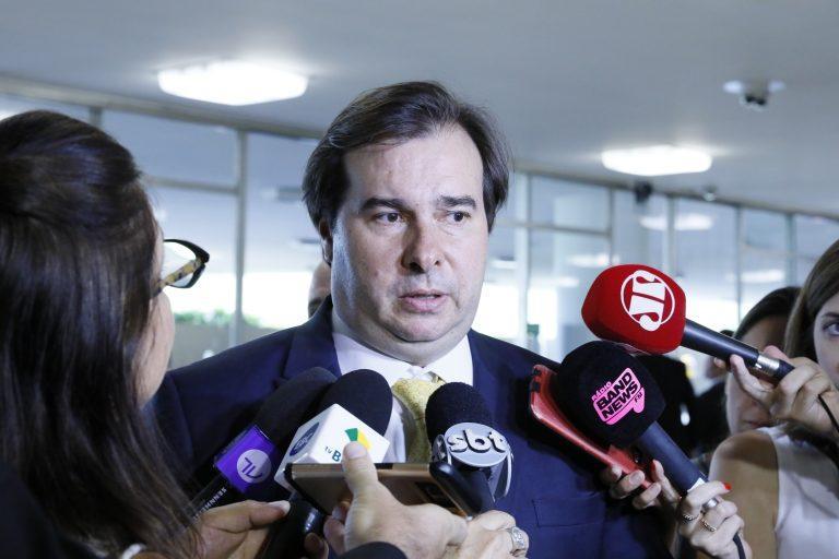 Fala de Eduardo Bolsonaro sobre novo AI-5 é 'repugnante', diz Rodrigo Maia